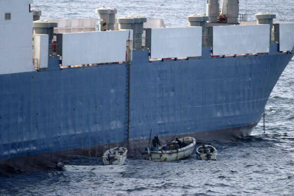 Захваченное пиратами в нейтральных водах Кении судно Фаина