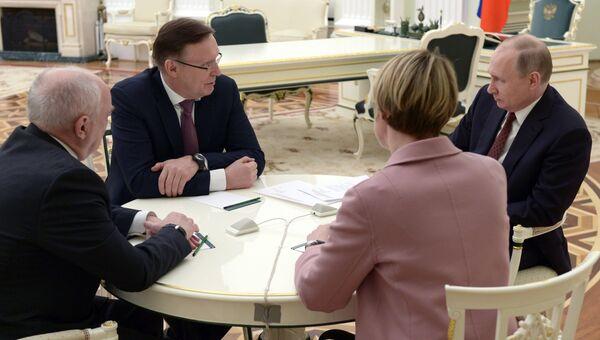 Президент РФ Владимир Путин на встрече с сопредседателями предвыборного штаба кандидата в президенты РФ В. Путина. 19 марта 2018