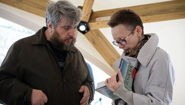 Гузель Яхина на презентации книги Зулейха открывает глаза в рамках книжного фестиваля Красная площадь в Москве