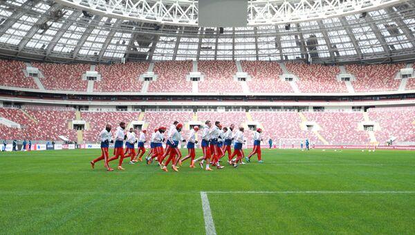 Игроки сборной России на тренировке перед товарищеским матчем против сборной Бразилии