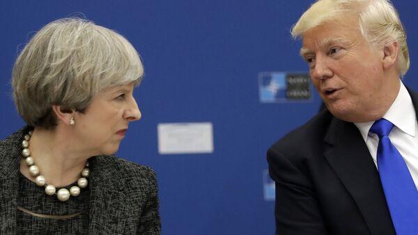 Премьер-министр Великобритании Тереза Мэй и президент США Дональд Трамп. Архивное фото