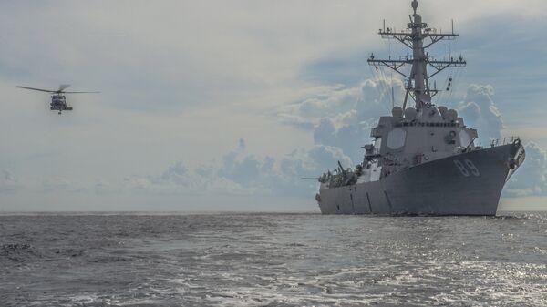 Эсминец Mustin ВМС США в Южно-китайском море