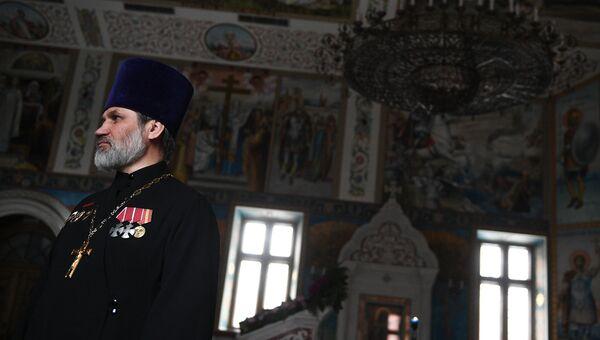 Клирик храма Благовещения Пресвятой Богородицы в Сокольниках иерей Андрей Шеломенцев в храме Благовещения Пресвятой Богородицы в Москве.