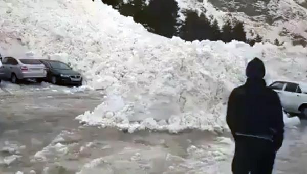 На месте схода лавины в Эльбрусском районе КБР. 24 марта 2018
