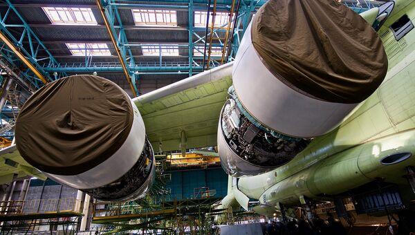 Двигатели ПС-90А2 под крылом военно-транспортного самолета Ил-76МД-90А. Архивное фото