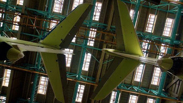 Хвостовое оперение самолетов Ил-76МД-90А, Ульяновск. Архивное фото