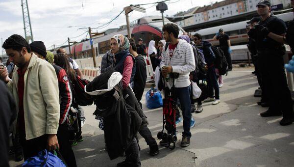 Мигранты на перроне одной из станций Германии. Архивное фото