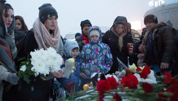 В России в день траура вспоминают жертв трагедии в Кемерово - РИА ...