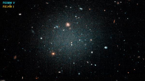 Галактика NGC 1052-DF2 в созвездии Кита
