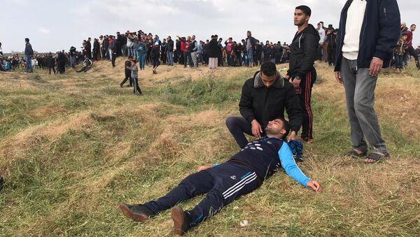 Участники акции протеста на границе сектора Газа с Израилем. 30 марта 2018
