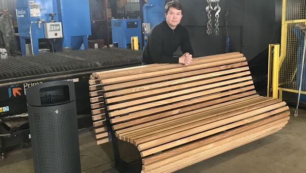 Дмитрий Ярков с продукцией своей компании