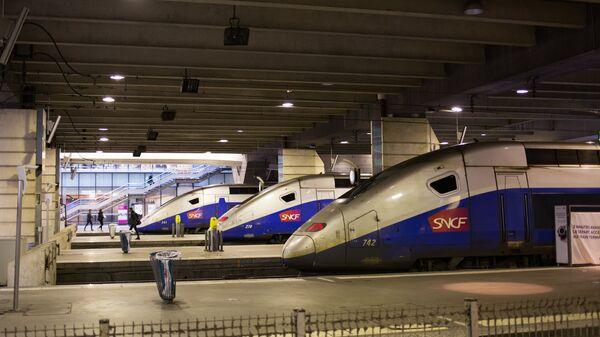 Поезда на вокзале Монпарнас в Париже
