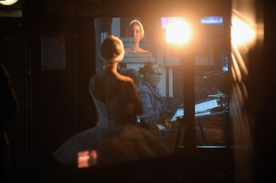 Балерина ожидает выхода на сцену