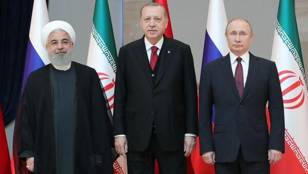 Президент Ирана Хасан Рухани, президент Турции Реджеп Тайип Эрдоган и президент РФ Владимир Путин перед началом встречи в Анкаре. 4 апреля 2018