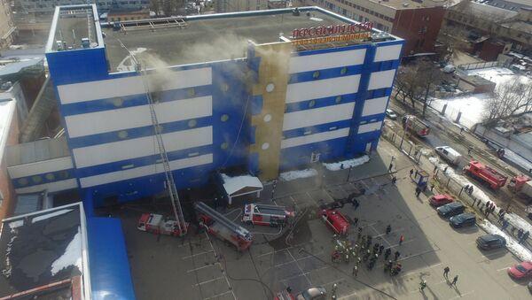 Тушение пожара в детском торговом центре Персей в Москве. 4 апреля 2018