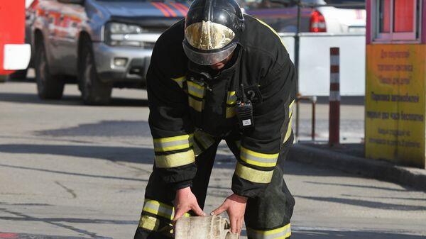 Сотрудник противопожарной службы МЧС РФ
