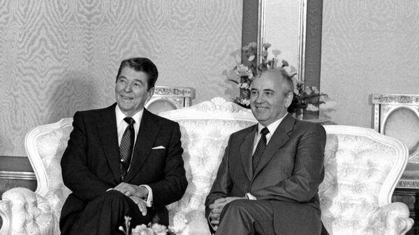 Официальный визит в СССР Президента США Рональда Рейгана. Генеральный секретарь ЦК КПСС М.С.Горбачев и Президент США Р.Рейган во время беседы в Кремле