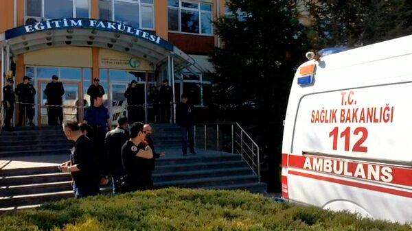 Скорая помощь у больницы в Турции