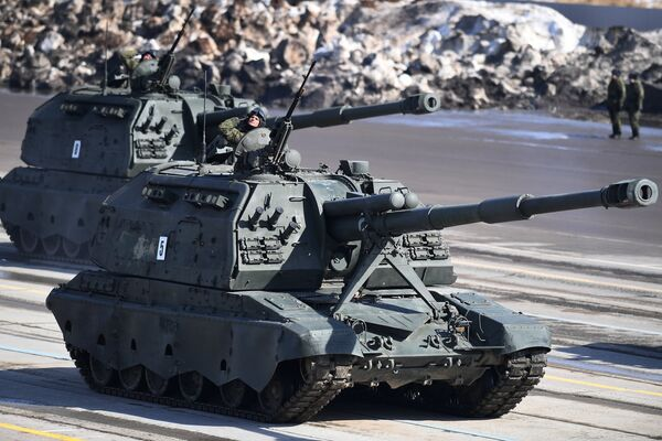 Самоходная артиллерийская установка (САУ) Мста-С во время репетиции Парада Победы на военном полигоне Алабино в Московской области