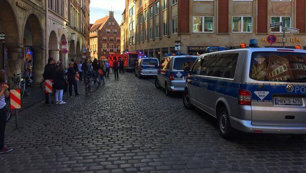 Полицейские в центре Мюнстера, где произошел наезд, Германия. 7 апреля 2018