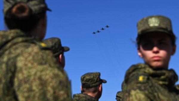 Многофункциональные истребители-бомбардировщики Су-34 на репетиции парада Победы на военном полигоне Алабино