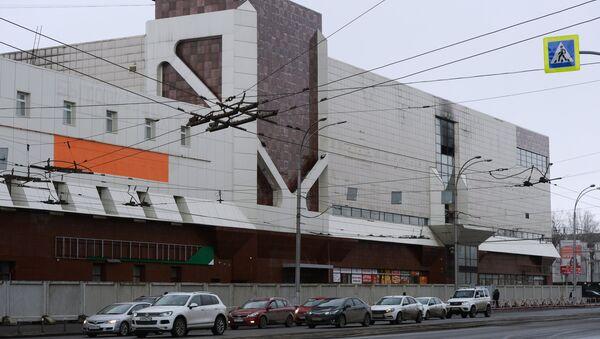 Здание торгово-развлекательного центра Зимняя вишня после пожара в Кемерово. Архивное фото