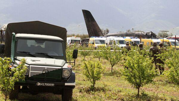 Место крушения алжирского военного самолета Ил-76 на авиабазе Буфарик. Архивное фото