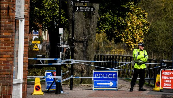 Ограждения, выставленные полицией города Солсбери, у входа в парк, где на скамейке были обнаружены Сергей Скрипаль и его дочь Юлия