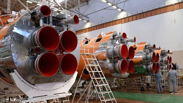 Сборка ракет-носителей в цеху РКЦ Прогресс