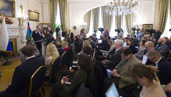 Посол РФ в Великобритании Александр Яковенко во время пресс-конференции в Лондоне. 13 апреля 2018