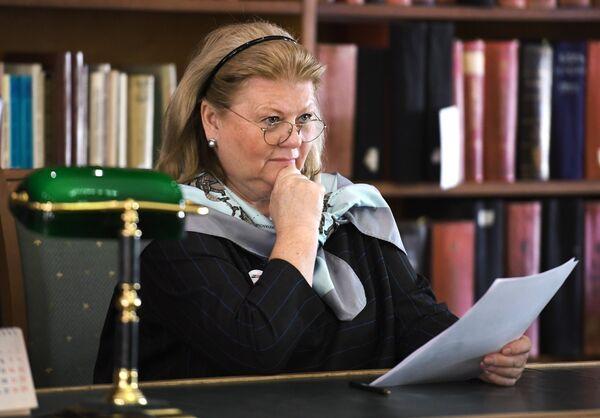 Народная артистка РФ Ирина Муравьева читает текст диктанта на ежегодной образовательной акции по проверке грамотности Тотальный диктант-2018 в Российской государственной библиотеке в Москве