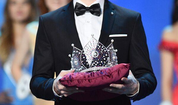 Корона Мисс Россия на церемонии награждения финалисток конкурса Мисс Россия-2018 в концертном зале Барвиха. 14 апреля 2018