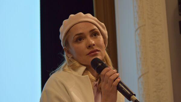 Актриса Анастасия Микульчина
