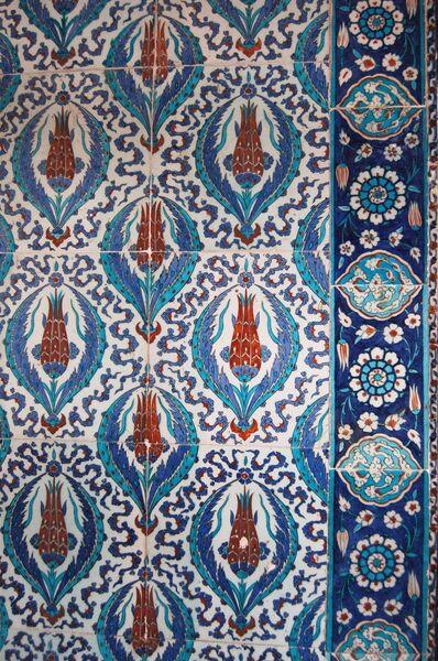 Тюльпановый мотив в мечети Рустем Паша