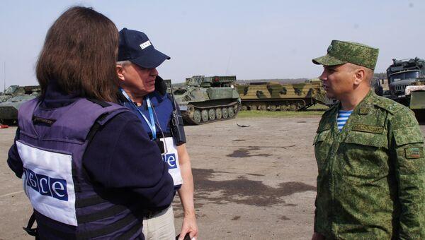 Наблюдатели ОБСЕ в Луганске. Архивное фото