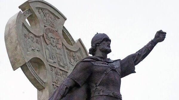Установка памятника Александру Невскому в Калининграде