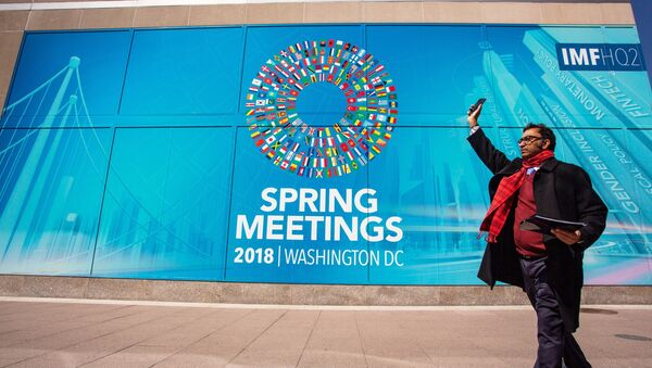 Здание МВФ с банером Весенняя сессия МВФ. 19 апреля 2018