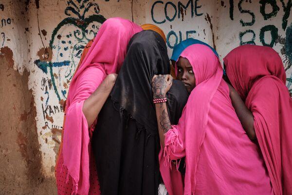 Сомалийские девушки в лагере беженцев в Дадаабе на северо-востоке Кении