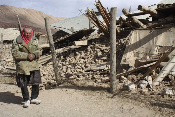 Cело Нура в Киргизии было полностью разрушено в результате землетрясения