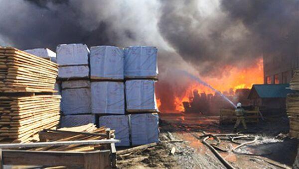Тушение пожара на лесоперерабатывающем предприятии в Кодинске, Кежемский район Красноярского края. 23 апреля 2018