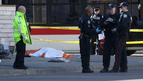 На месте инцидента с наездом фургона на пешеходов в Торонто. Архивное фото