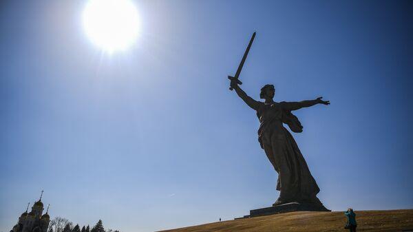 Скульптура Родина-мать зовет! на территории историко-мемориального комплекса Героям Сталинградской Битвы на Мамаевом Кургане
