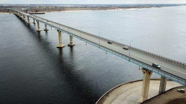 Автомобильный мост через реку Волгу в Волгограде