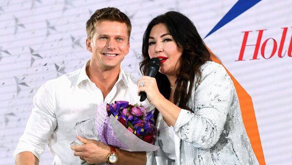 Телеведущая Мария Лемешева и актер Роман Курцын на церемонии вручении премии Аванс во время вечеринки White Party журнала The Hollywood Reporter. 20 апреля 2018