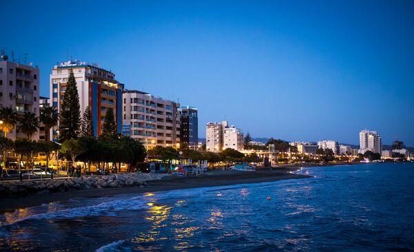 Пляж в Лимасоле, Кипр