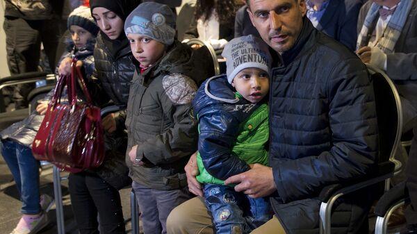 Свидетели инсценировки химатаки в Думе на пресс-конференции по вопросу применения химического оружия в Сирии в Гааге. Архивное фото