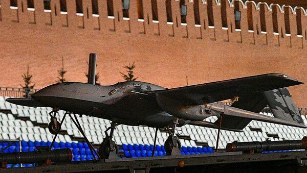 Ударный беспилотный самолет Корсар во время прохода военной техники на репетиции парада Победы на Красной площади
