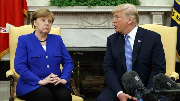 Президент США Дональд Трамп и канцлер Германии Ангела Меркель во время встречи в Вашингтоне. 27 апреля 2018