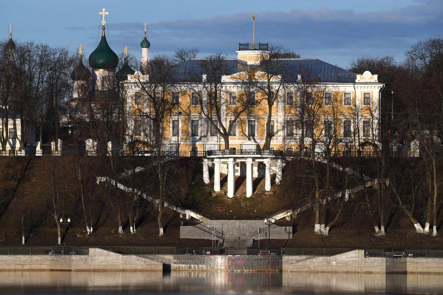 Вид на набережную в Ярославле