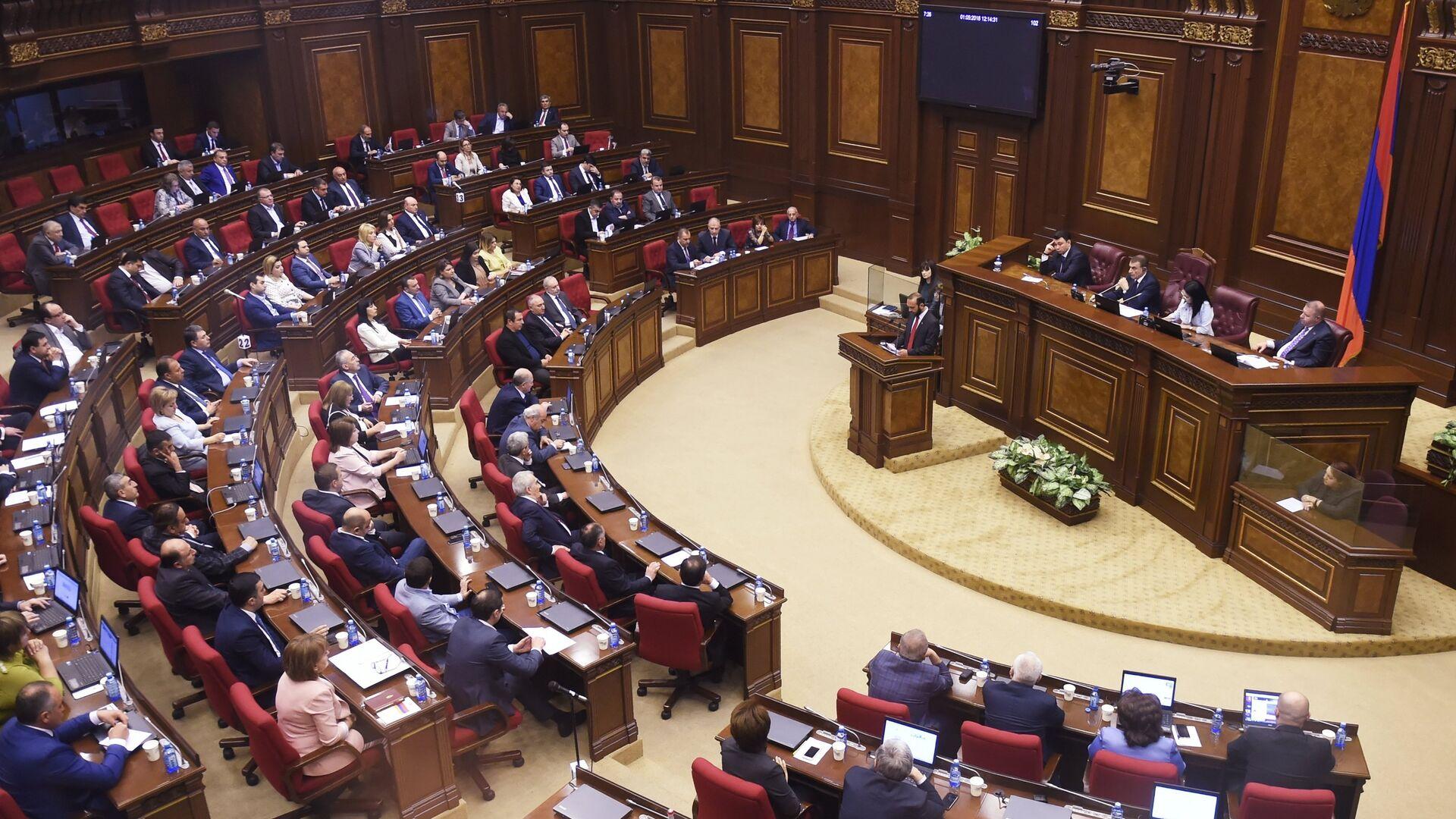 Внеочередное заседание по выборам нового премьер-министра в парламенте Армении. 1 мая 2018 - РИА Новости, 1920, 23.12.2020